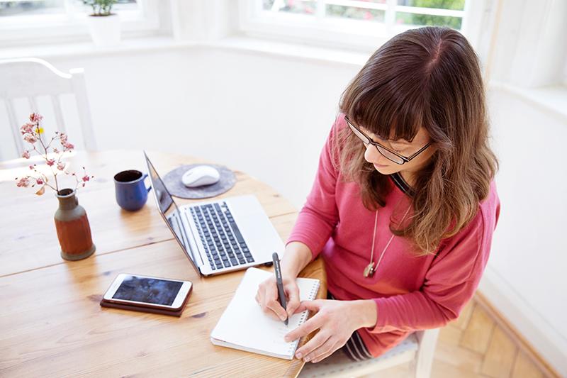 Wie du Online-Gruppenprogramme mit echtem Mehrwert für deine Kunden erschaffst - Die 15 Schritte-Formel