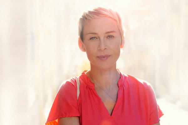 Sich immer wieder neu erfinden: Mit Veränderungen in Beruf und Privatleben gelassen umgehen – Interview mit Agnes Flügel